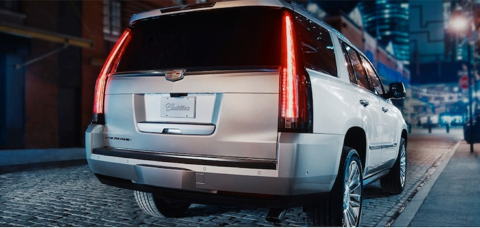escalade-exterior-features-illumination-m-s