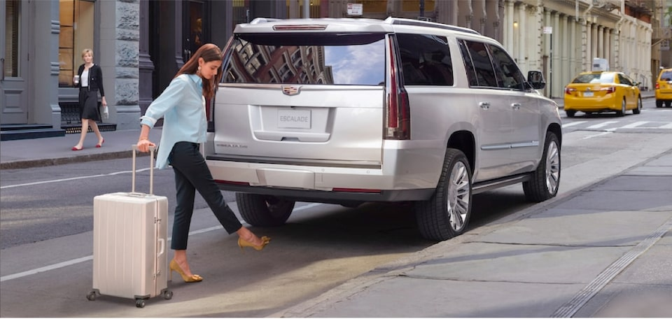 escalade-exterior-features-liftgate-m-s