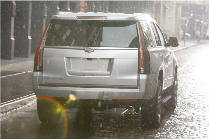 escalade-exterior-features-rear-wiper-l